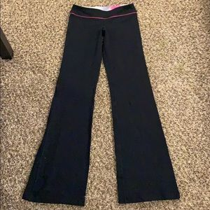 Black LULULEMON Boot Cut Yoga Pants Size 4 long